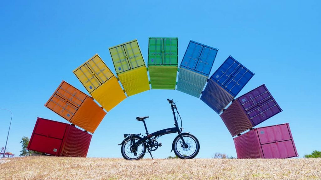 An excellent value town bike with go-anywhere portability!